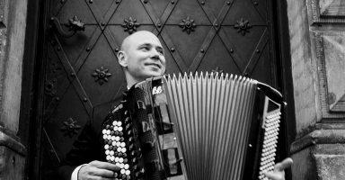 Marcin Wyrostek, akordeon
